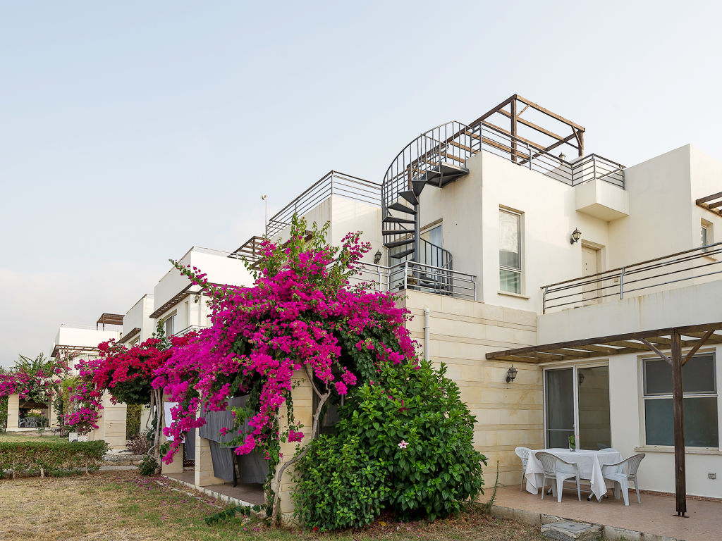 2+1 apartment for sale in Kyrenia, Esentepe / Turtle Bay Village